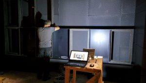 Сборка экранной стены из акустических модулей