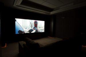 Подсветка полуколонн - дежурный свет во время просмотра кино